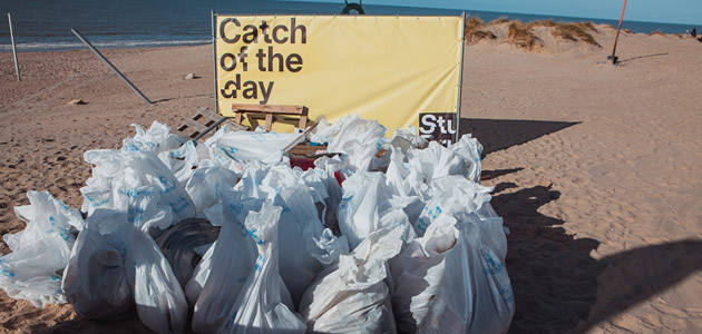 Grote strandschoonmaak: twee ton afval opgehaald in één namiddag